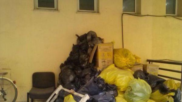 Μένουν… μέχρι να φύγουν τα απόβλητα στο ΠΕΔΥ Βόλου