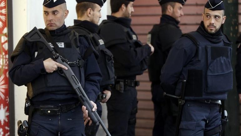 Πυρομαχικά και προπαγανδιστικό υλικό του ΙSIS βρέθηκαν σε μουσουλμανικό τέμενος στο Παρίσι