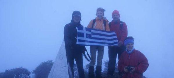 Ελληνική ορειβατική ομάδα στην κορυφή του ψηλότερου βουνού της Ινδοκίνας [εικόνες]