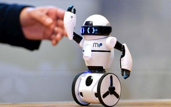 Μαθητές κατασκευάζουν ρομποτάκια