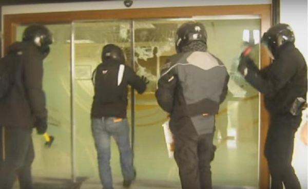 Βίντεο με την επίθεση του Ρουβίκωνα στα γραφεία του Τειρεσία