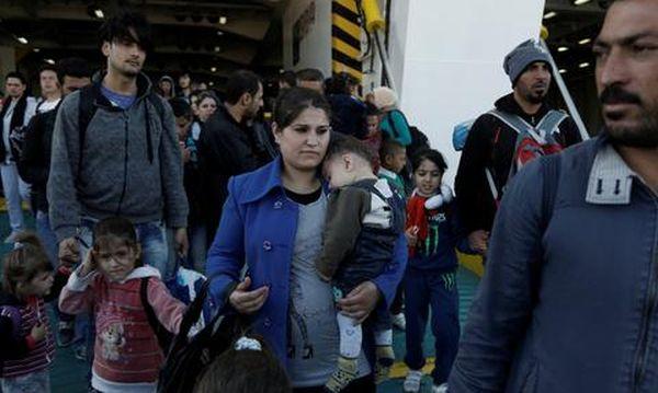 Σχεδόν 4.000 πρόσφυγες στο λιμάνι του Πειραιά