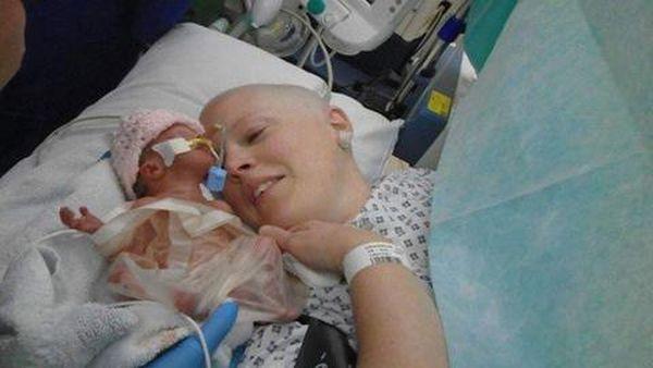 Βρετανία: Συγκίνηση από το θάνατο του βρέφους που γεννήθηκε πρόωρα