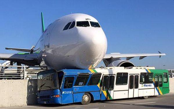 Αεροπλάνο έπεσε πάνω σε τσιμεντένιο φράγμα στο αεροδρόμιο Ατατούρκ