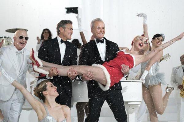 Χριστούγεννα με Τζορτζ Κλούνεϊ, Μπιλ Μάρεϊ & Μάιλι Σάιρους