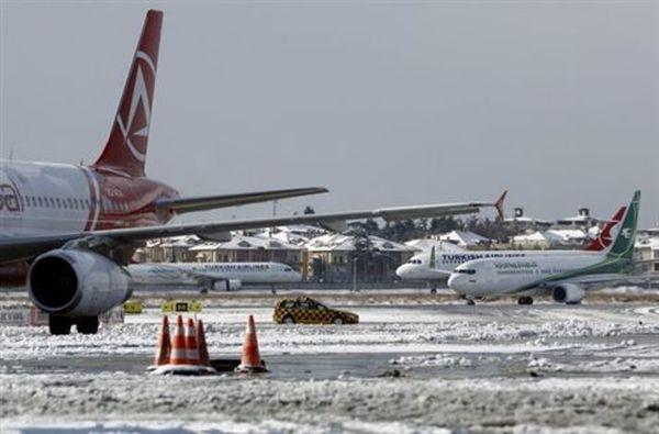 Εκατοντάδες πτήσεις στην Κωνσταντινούπολη ακυρώνονται λόγω χιονιού