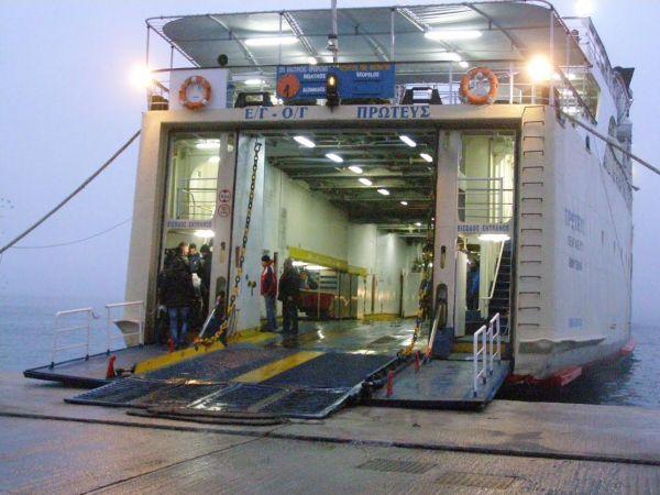 Ο «Πρωτέας» έκανε ποδαρικό στο λιμάνι Βόλου για το 2016