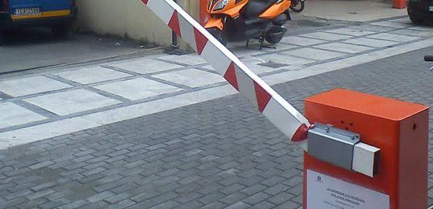 Μήνυση για καταστροφή της μπάρας στον πεζόδρομο Αγίου Νικολάου