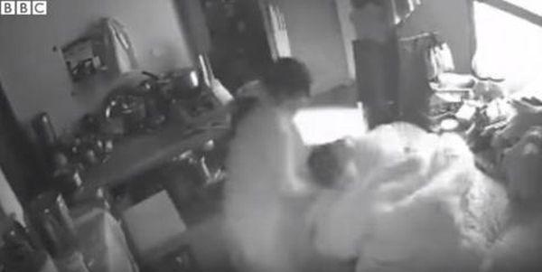 Κάμερα κατέγραψε Ινδή να προσπαθεί να σκοτώσει την πεθερά της