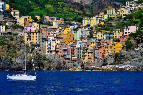 """Το πιο """"χρωματιστό"""" χωριό της Ευρώπης"""