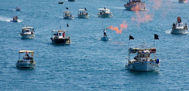 Κλείνουν με καΐκια το λιμάνι του Βόλου οι αλιείς του νομού