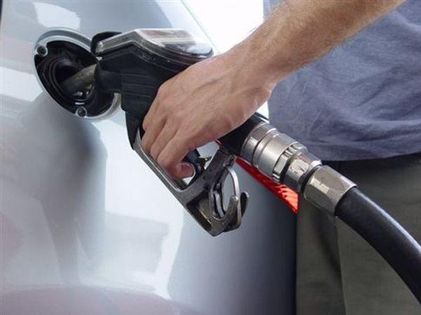 Γιατί η βενζίνη «καίει» παρά τη «βουτιά» του πετρελαίου;