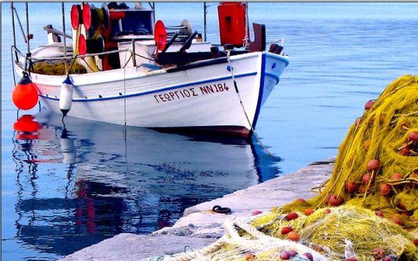 Αλιείς της Μαγνησίας κλείνουν την «μπούκα» με καΐκια