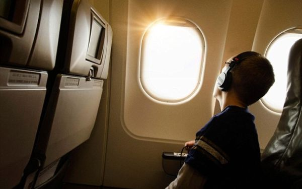Γιατί τα παράθυρα στα αεροπλάνα δεν έχουν γωνίες