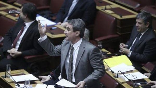 Οξύτατη αντιπαράθεση Παππά-Λοβέρδου στη Βουλή
