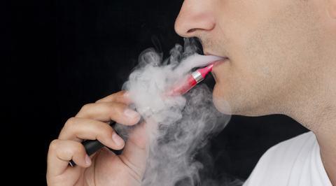 Γερμανία: Εχασε τα δόντια του όταν εξερράγη το ηλεκτρονικό τσιγάρο