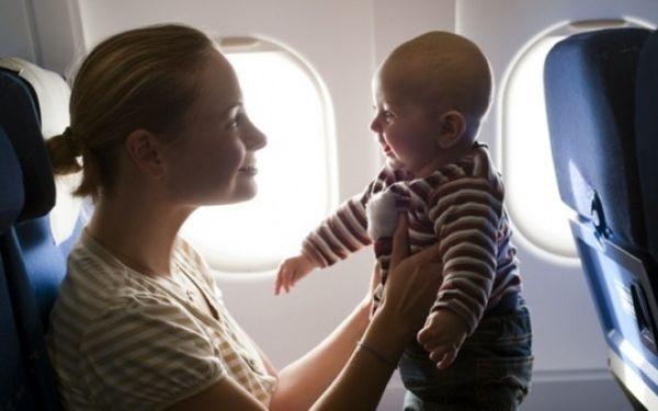 Δέκα πράγματα που δεν πρέπει να κάνετε στο αεροπλάνο