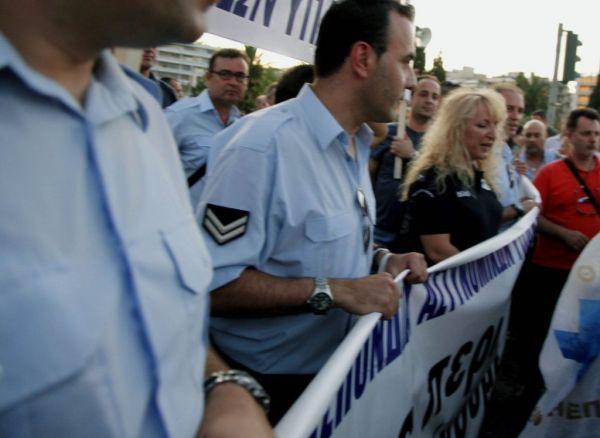 Ενστολη διαμαρτυρία κατά του ασφαλιστικού στην Αθήνα