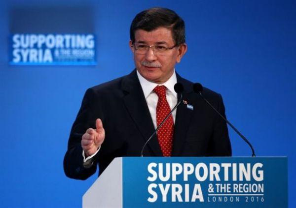 Νταβούτογλου: 70.000 Σύροι καθ' οδόν προς την Τουρκία