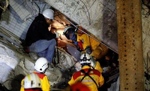 Ταϊβάν: Δύο άτομα ανασύρθηκαν ζωντανά 48 ώρες μετά το σεισμό