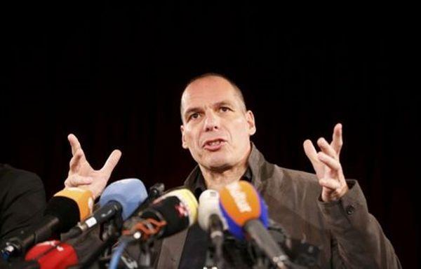 Βαρουφάκης: Η τρόικα έκλεισε τις τράπεζες, η κυβέρνηση συνθηκολόγησε