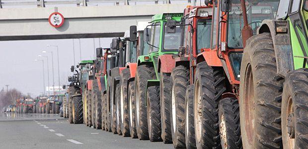 Διμέτωπος ο αγώνας των αγροτών