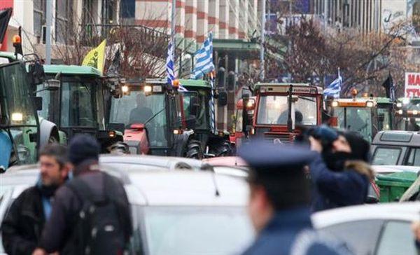 Μπλόκο Νίκαιας: «Απόβαση» 17 τρακτέρ στο Σύνταγμα