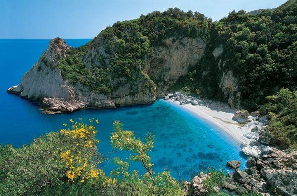 Στις 50 καλύτερες παραλίες του κόσμου συγκαταλέγεται η Φακίστρα του Πηλίου