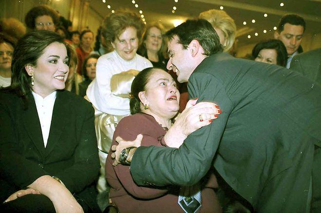 Μητσοτάκης: Η μητέρα μου ήταν σε αναπηρική καρέκλα & δεν επηρέασε την κρίση της