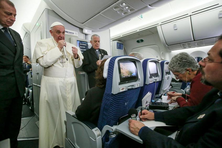 Κόντρα Πάπα με τον Ντόναλντ Τραμπ