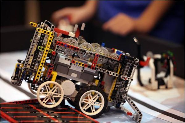 Ρομπότ που κάνει ανακύκλωση θα κατασκευάσουν μαθητές-έγκλειστοι στην Κασσαβέτεια