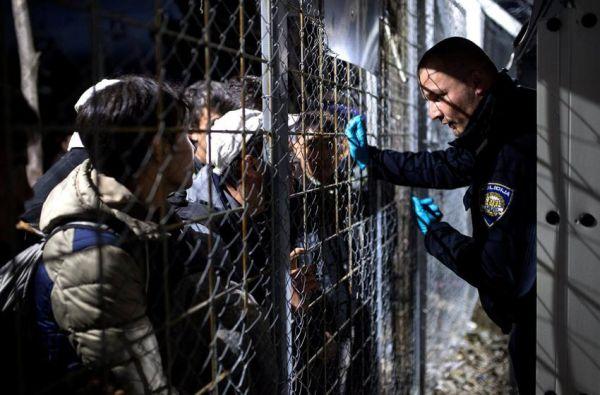 Η Σλοβενία στέλνει το στρατό στα σύνορα με την Κροατία
