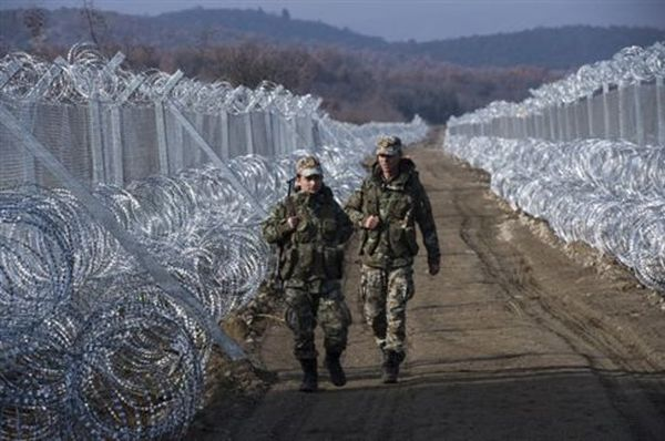 H Αυστρία «προσφέρει» στρατιώτες για τα σύνορα της ΠΓΔΜ πριν τη Διάσκεψη