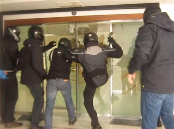 Εισβολή της ομάδας «Ρουβίκωνας» στην ΕΡΤ το βράδυ της Τρίτης (βίντεο)