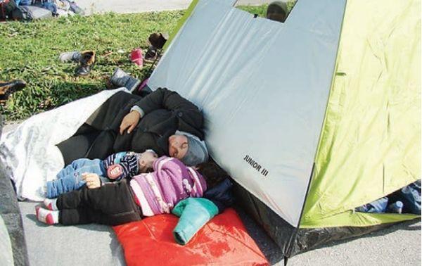 Στο πλάι των προσφύγων τοπικοί φορείς και εθελοντές