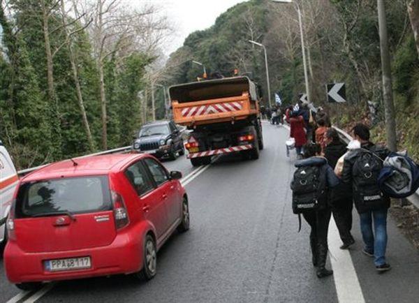 Κλειστά τα σύνορα στην Ειδομένη - Γολγοθάς το ταξίδι των προσφύγων