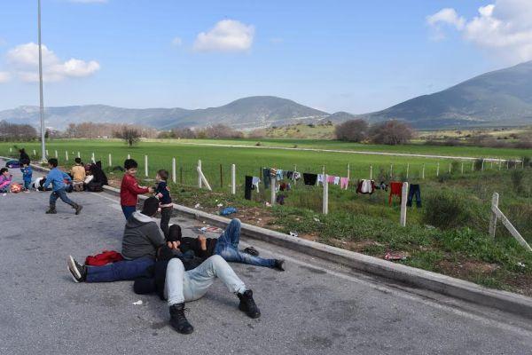Μάχη δίπλα στους δοκιμαζόμενους Σύριους δίνουν τοπικοί φορείς και εθελοντές