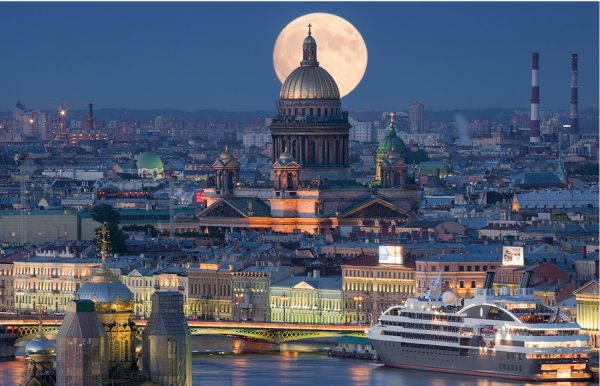 Μια βόλτα πάνω από την Αγία Πετρούπολη! (βίντεο)