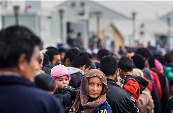 Ένταση στην Ειδομένη, χημικά κατά των προσφύγων που συνωστίζονται στον φράχτη
