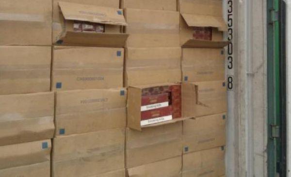 Προφυλακιστέοι τελωνειακός και λιμενικός για υπόθεση λαθραίων τσιγάρων