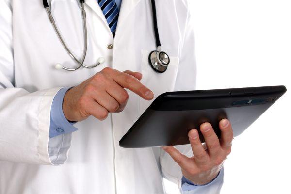 Τάμπλετς με ιατρονοσηλευτικό φάκελο χρησιμοποιούνται στη ΜΕΘ