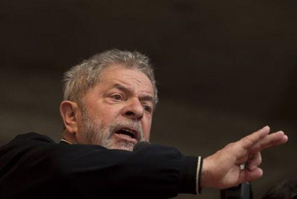 Σκάνδαλο Petrobras: Έφοδος στο σπίτι του τέως προέδρου της Βραζιλίας