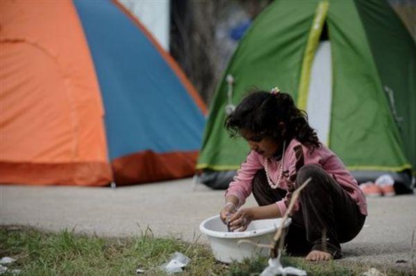 Πάνω από 33.000 οι εγκλωβισμένοι πρόσφυγες και μετανάστες στη χώρα