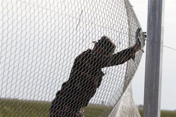Ουγγαρία: Στρατιωτικές ενισχύσεις στα σύνορα, ετοιμάζει νέο φράχτη