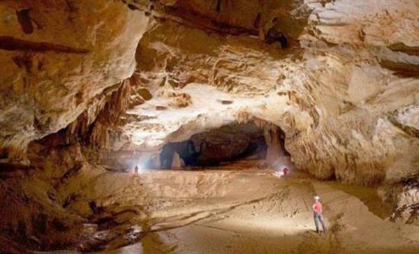 Σπήλαιο με λίμνες ανακαλύφθηκε στην Κίνα