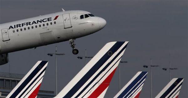 Ταξιδιώτρια σε πτήση προς Παρίσι «έκρυψε» παιδί στη χειραποσκευή