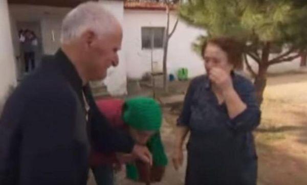 Οι ηλικιωμένοι που συγκίνησαν τον κόσμο: Οταν υπάρχει ανθρωπιά, δεν υπάρχει φόβος