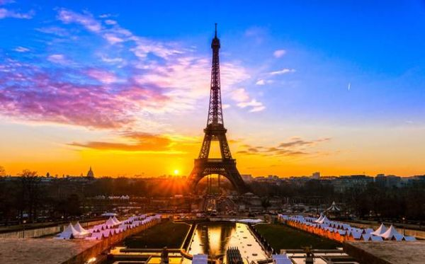 Το γοητευτικό Παρίσι σε ένα βίντεο!