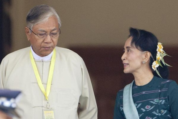 Ο πρώτος μη στρατιωτικός πρόεδρος μετά από 50 χρόνια στην Μιανμάρ