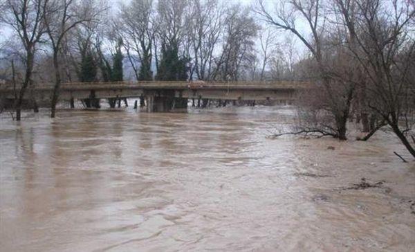 Χιλιάδες στρέμματα πλημμύρισαν στο νομό Τρικάλων